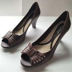 *Host pick* Women's chocolate brown bow heel